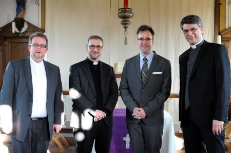 © Foto: Marco Heinen. Von links: Pfr. Jens Schmidt (altkath.), Ebf. Heße (r.-k.), Pastor Torsten Wiese (e.-l.), Pfr. Oliver Meik (r.-k.).
