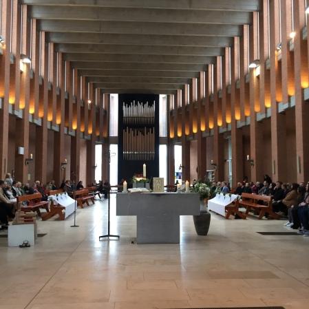 WES-Erstkommunion-Kirche-Meik160403